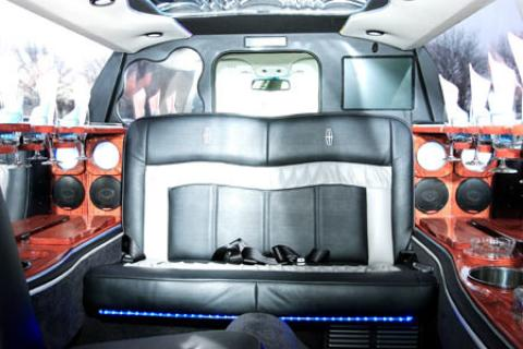 Lincoln Limousine in Long Island