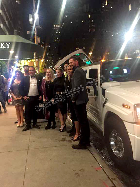 Hummer limousine Smith and Wollensky